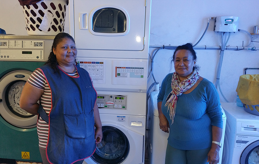 Shafieka and Elspeth with Wetcleaning system